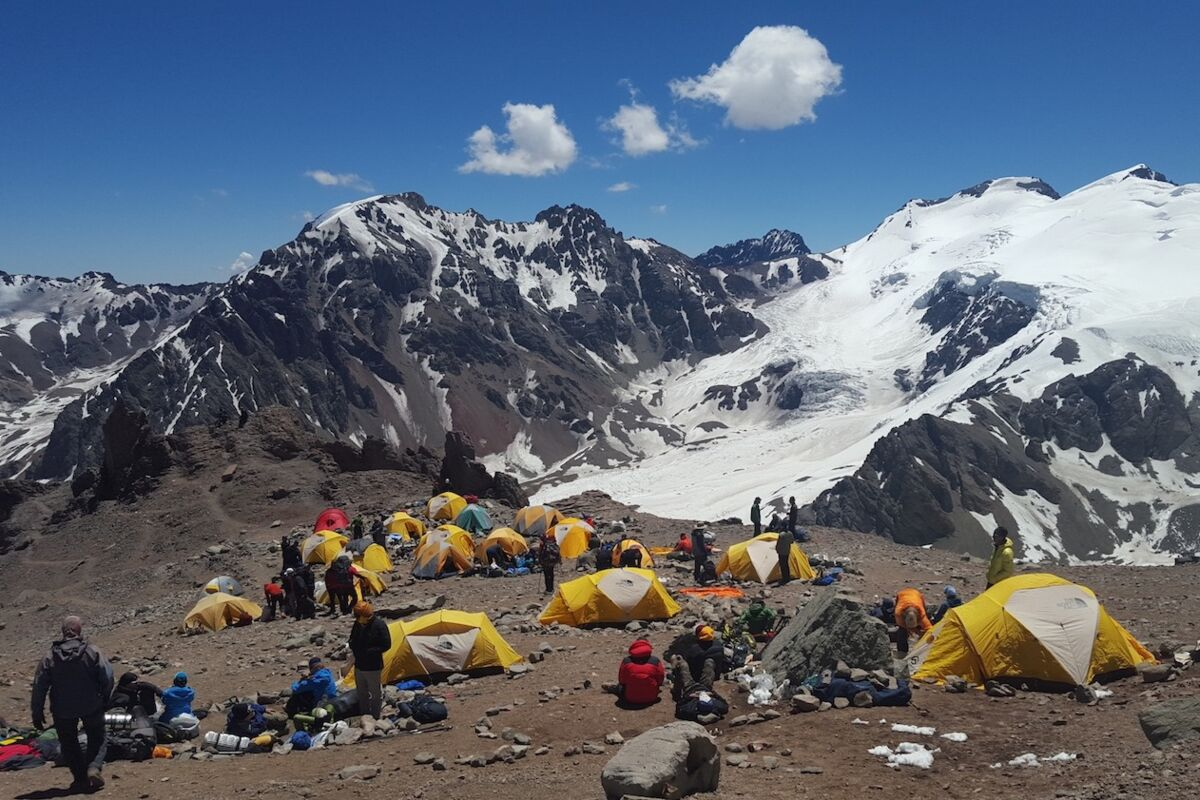 Tents on Aconcagua. Setting up camp. | © Aconcagua (c) Maximo Kausch