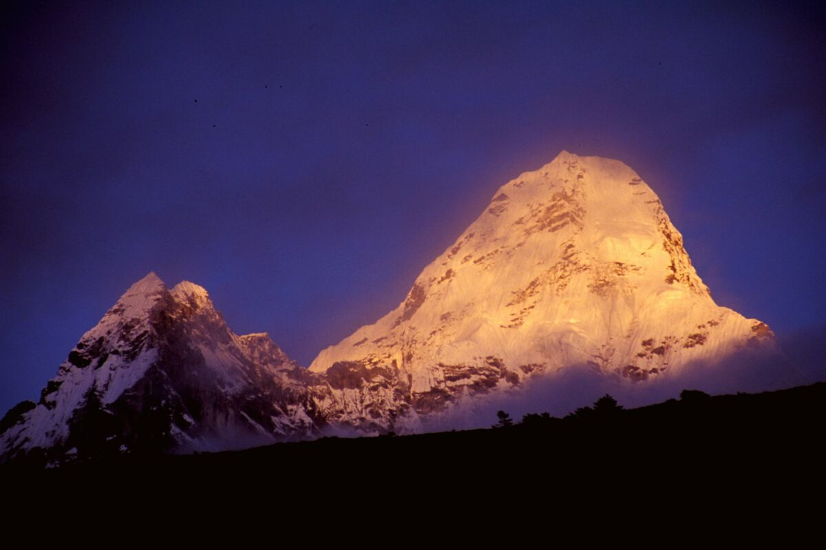 Ama Dablam, sunset, last light on the west face | © SummitClimb Nepal Felix Berg