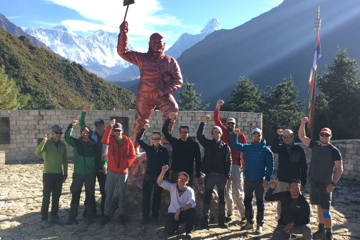 Everest Tenzing Statue und EBC Trekking Team | © SummitTrek Everest Nepal