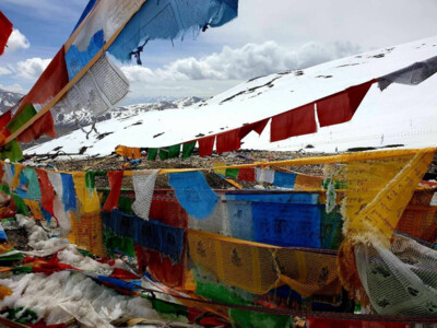 Prayer Flags on a pass in Tibet | © SummitClimb Cho Oyu
